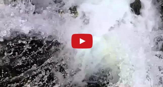 Misterioso avvenimento in un lago degli Stati Uniti, l'acqua si getta in una voragine - Youtube