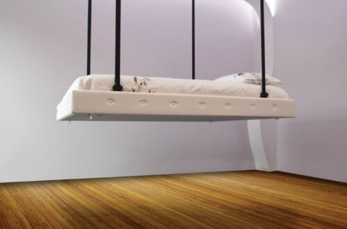 Il letto che scompare nel soffitto, soluzione salva spazio made in ...
