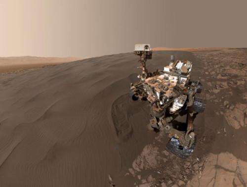 Marte: il selfie di Curiosity nella sabbia delle dune marziane