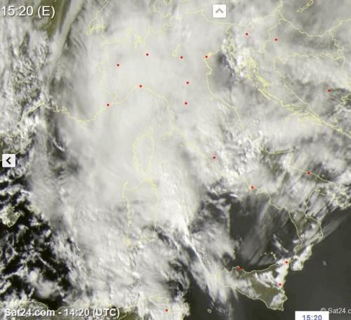 Maltempo, possibile ciclone mediterraneo in formazione, supercella in mare