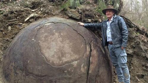 pietra sferica