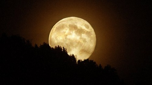 Il possibile legame tra luna e terremoti