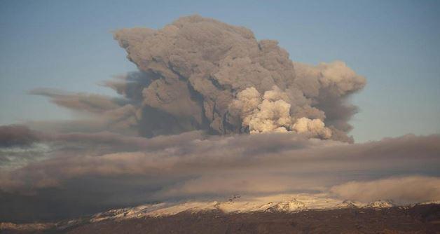Eyjafjallajoekull durante l'eruzione dell'Aprile 2010