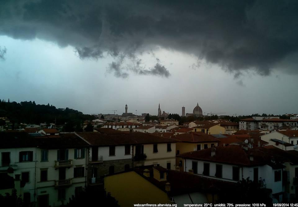 Shelf cloud prima del violento temporale, immagine spettrale!