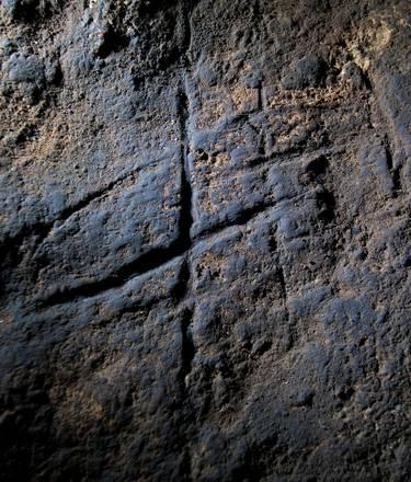 Segni di arte astratta in una grotta di Gibilterra - ANSA