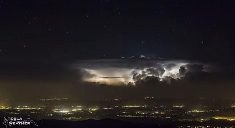 Frame della tempesta di fulmini - Tesla Weather