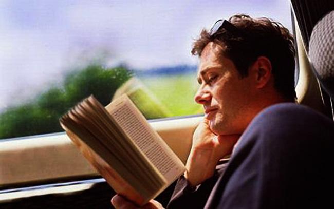 Leggere in macchina provoca mal di stomaco