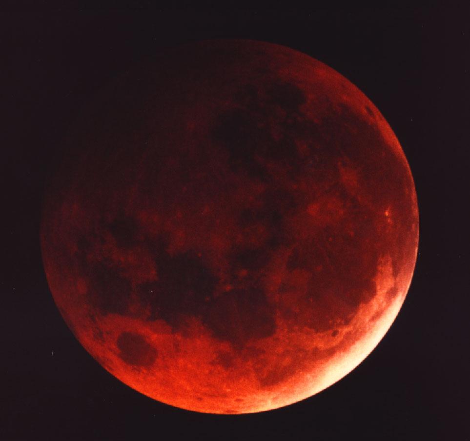 Ecco una foto della precedente eclissi totale di Luna