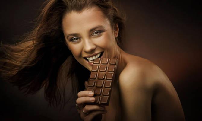 Il cioccolato alleato dei golosi: aiuta a perdere peso se assunto in piccole dosi