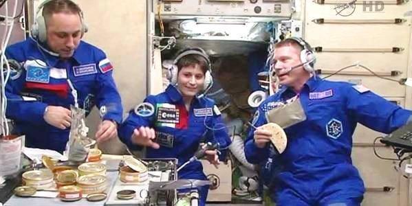 Samantha Cristoforetti raggiunge lo spazio, Italia in fest...ah no....non interessa a nessuno!
