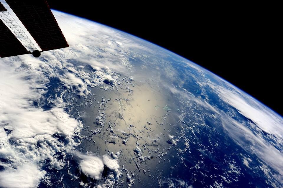 La Stazione Spaziale Internazionale sorvola l'oceano - foto di Samantha Cristoforetti