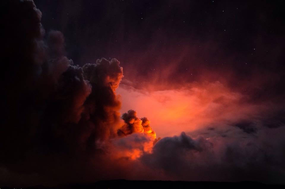 La nube di cenere sopra al cratere di Sud-Est - EtNativo
