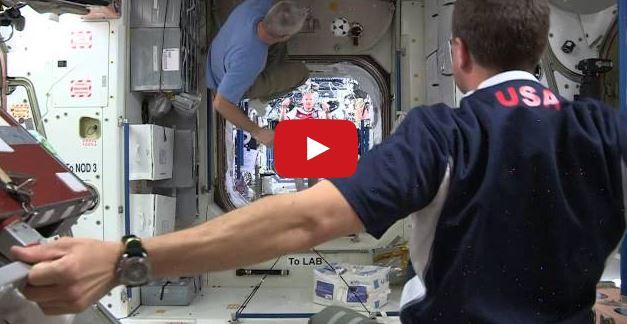 In Italia conta solo il calcio e non le missioni sulla Stazione spaziale: interesserà allora il calcio sulla ISS? - Youtube