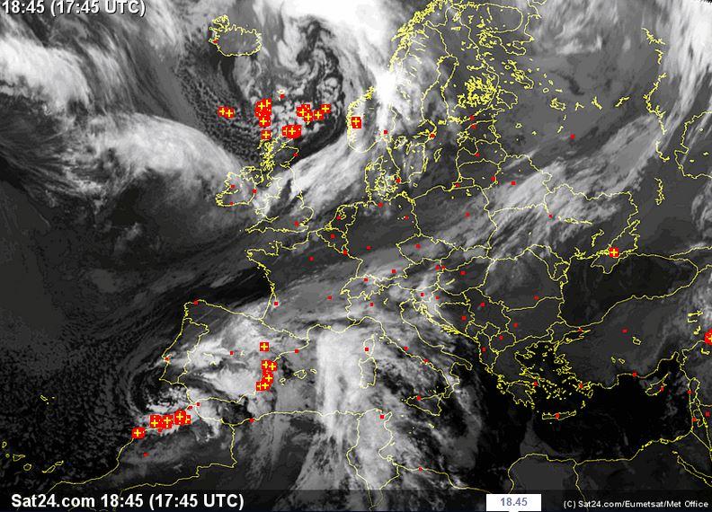 Imponente fronte nuvoloso in arrivo da Ovest - sat24.com