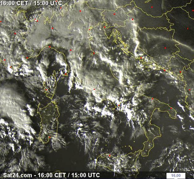 Fronte temporalesco in arrivo sulla Sardegna e sul versante tirrenico - sat24.com