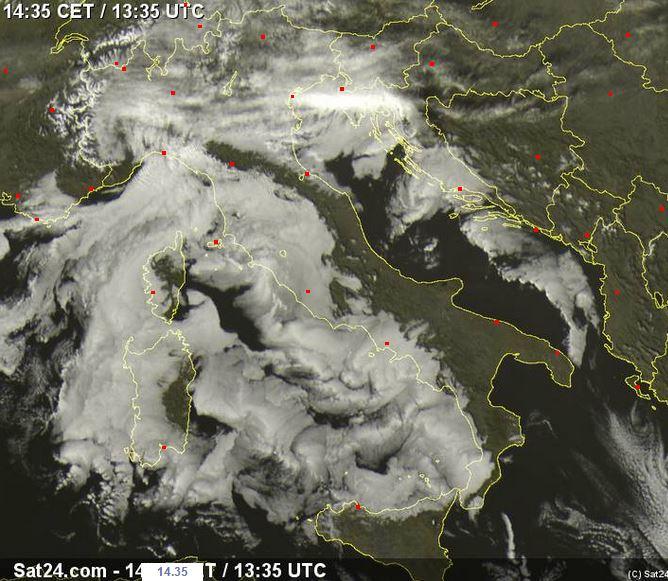 Nubi sparse creano strane forme sui nostri mari - sat24.com