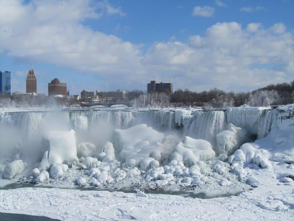 Cascate del Niagara quasi del tutto congelate - fonte Meteo Italia