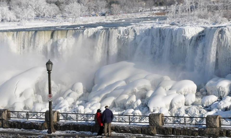 Cascate del Niagara quasi del tutto congelate, scatto antecedente al picco della fase gelida - fonte Meteo Italia