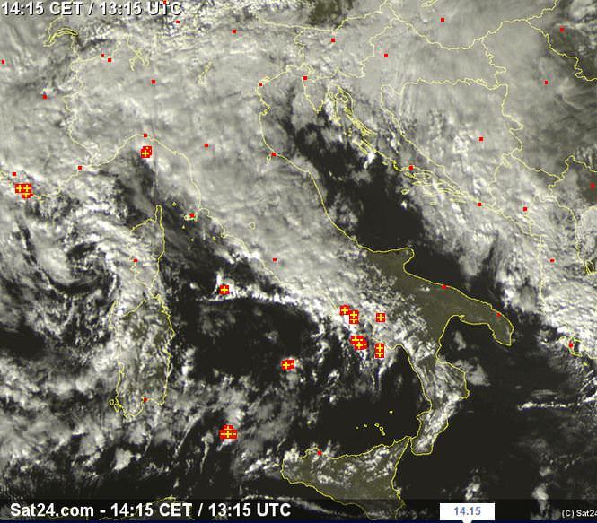 Vortice perturbato a NW della Sardegna, temporali sulla Campania - sat24.com