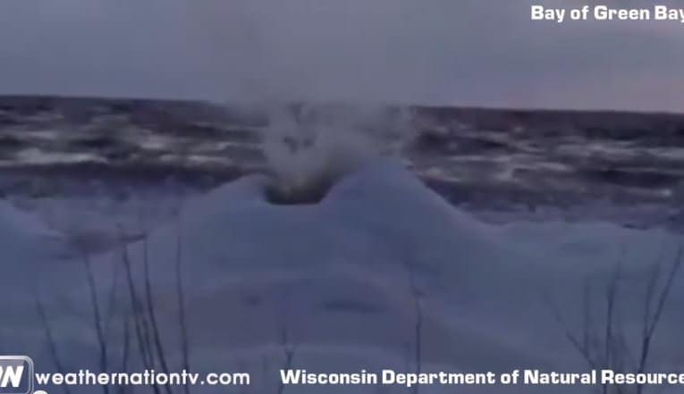 Vulcano di ghiaccio negli USA, video curioso dell'evento - frame Youtube
