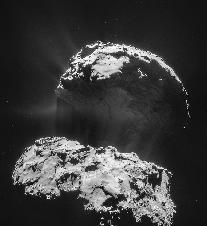 Fantastica foto della cometa 67P/Churyumov-Gerasimenko scattata dalla Sonda Rosetta - NASA