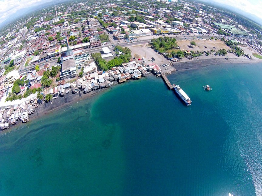 Il mare sprofonda davanti General Santos, Filippine, pronte evacuazioni