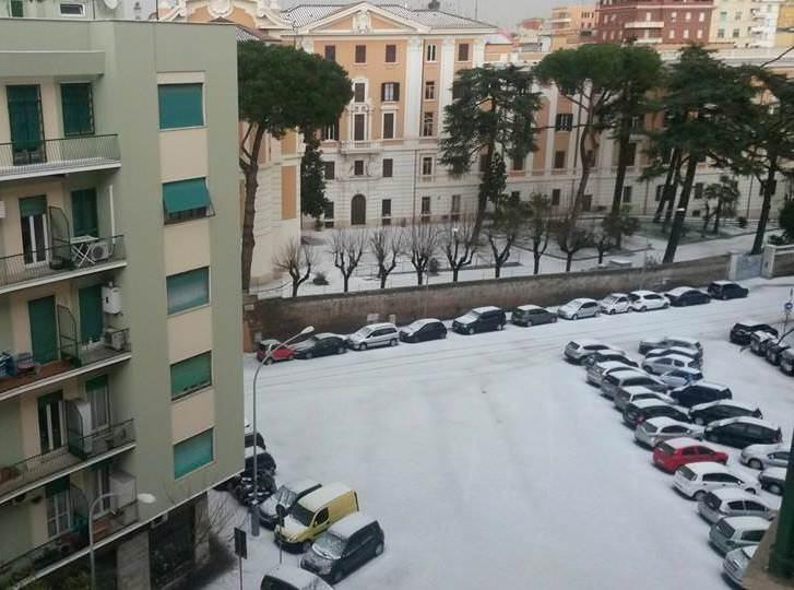 Una delle immagini della forte grandinata di questa mattina a Roma - fonte Meteonetwork