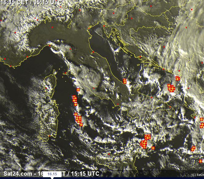Satellite pomeriggio del 2 Febbraio, si notano temporali residui su Calabria, Molise e Lazio - sat24.com