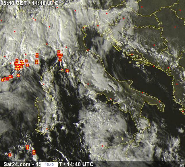 Temporali davanti alla Liguria ed alla Toscana - sat24.com