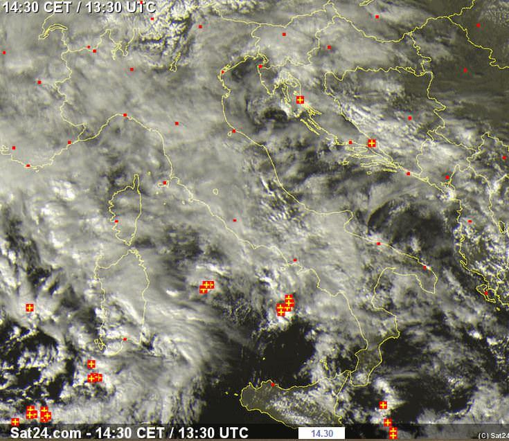 Perturbazione numero Uno del mese di Febbraio, temporali in mare - www.sat24.com