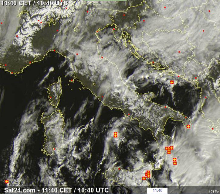 Temporali residui al Sud Italia - sat24.com