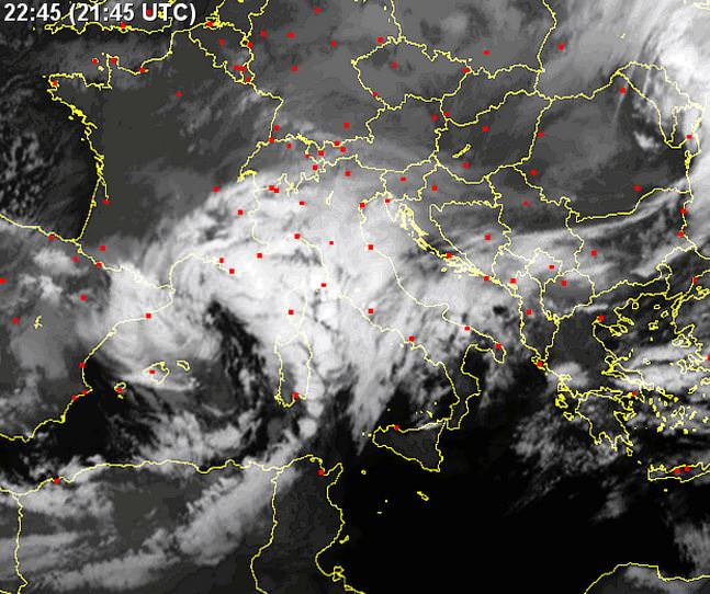 Tempo in atto: vortice sul Mar Di Sardegna, pressione in calo ovunque - sat24.com