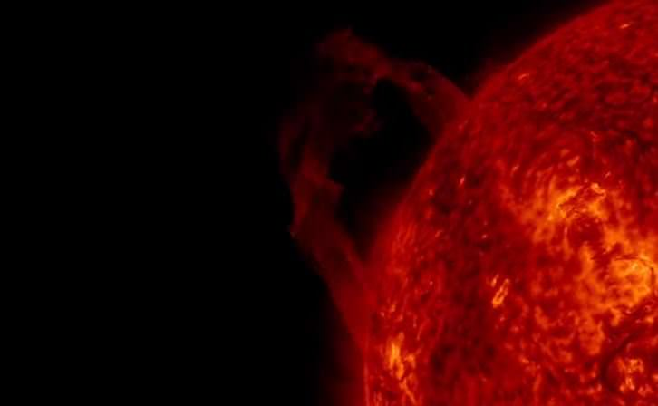 Macchia solare a rischio esplosione, nella notte 4 flare di classe C - Youtube