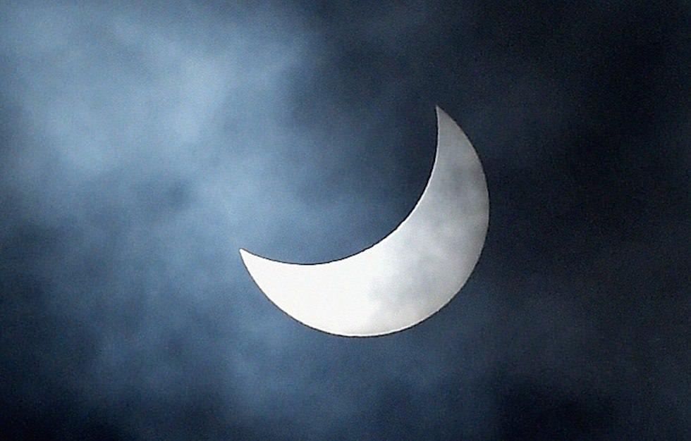 Eclissi solare fotografata a Funchal, Portogallo (Isola di Madeira) - Il Post