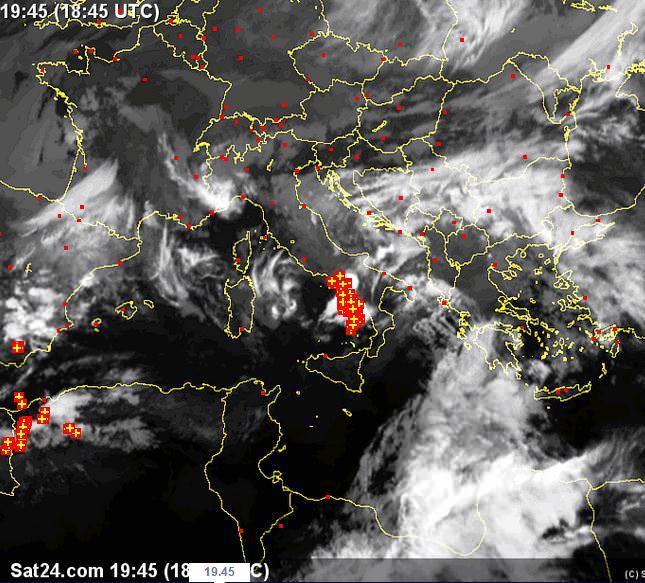 Tempo in atto: fronte temporalesco in avanzata da Ovest - sat24.com