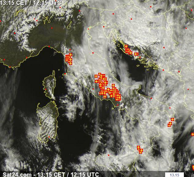 Forti temporali sul Centro Italia - www.sat24.com