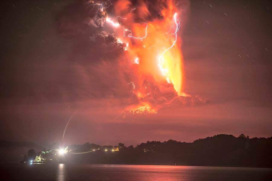 Eruzione Calbuco: timelapse della tempesta di fulmini - Alerta Roja