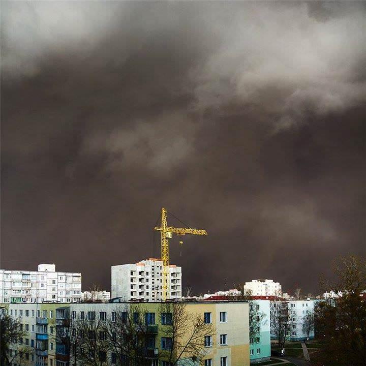 Haboob su Ucraina e Bielorussia: imponenti tempeste di sabbia, aeroporti chiusi, il video - foto di Stas Lyubimov