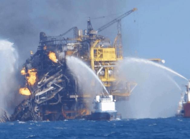 Incendio in una piattaforma petrolifera in Messico: possibile catastrofe ambientale - www.blitzquotidiano.it/video/video-youtube-messico-incendio-su-piattaforma-petrolifera-offshore-4-morti-2147924/
