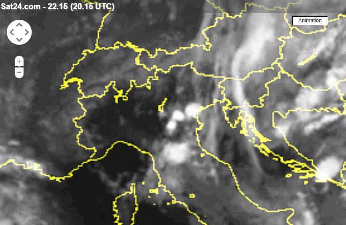 Celle temporalesche sul Triveneto e sulla Toscana - www.sat24.com
