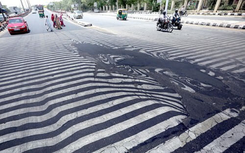 Ondata di caldo in India: bilancio di 1200 morti, si scioglie anche l'asfalto