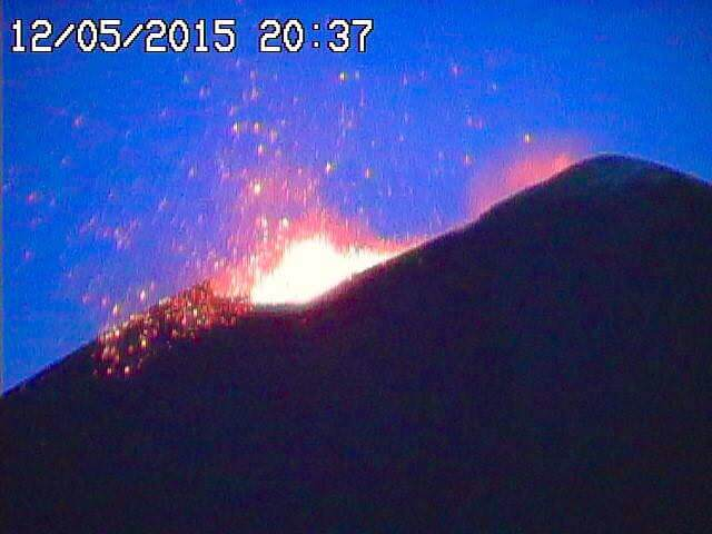 Eruzione Etna: boati e fontane di lava dal cratere di Sud-Est