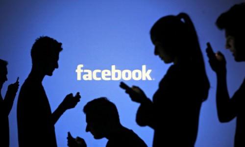 Controllare un dipendente su Facebook non è reato, indignazione sul web