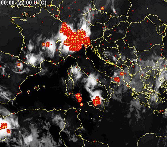 Maltempo Nord Italia: tempesta di fulmini, grandine e nubifragi tra Lombardia e Veneto - www.sat24.com