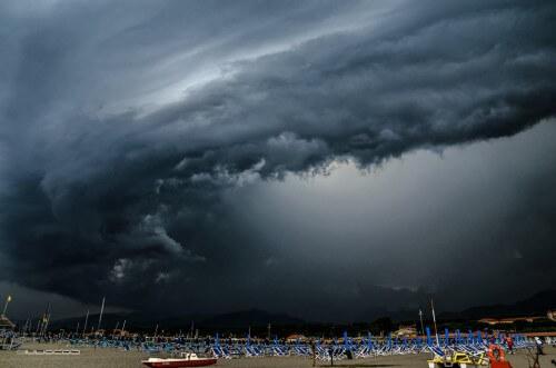 Violenti temporali in Toscana, immagini eccezionali dalla Versilia - Giulio Maggi