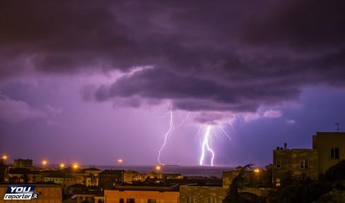 Nubifragio nella notte a Milano, tempesta di fulmini tra Liguria e Toscana, il video - Youreporter