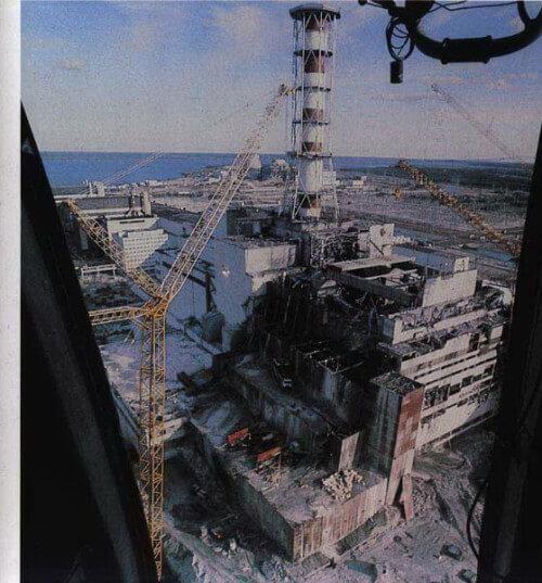 Scatto a colori che mette in luce l'esplosione del reattore Quattro