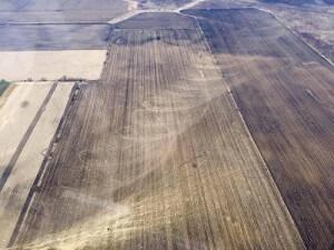 Tornado negli Stati Uniti, ecco la scia lasciata al suolo nei campi di Rochelle