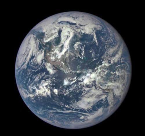 La Terra, una biglia blu di inestimabile valore - NASA