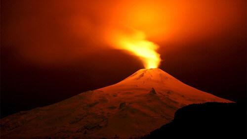 Cosa succederebbe se si buttasse una bomba nucleare in un vulcano?